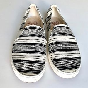 Roxy Surf Jasper Slip-on Sneakers Size 8
